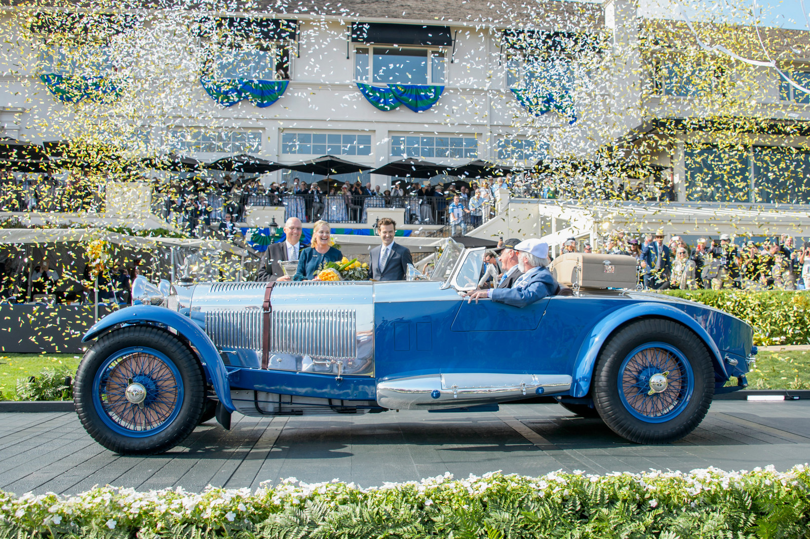 This 1929 Mercedes-Benz S Barker Tourer was named Best of Show at the 2017 Pebble Beach Concours d'Elegance. Pictured from left to right are Pebble Beach Company CEO William L. Perocchi, Concours Chairman Sandra Button, Emcee Derek Hill, restorer Stephen Babinsky, and owner Bruce R. McCaw. (Copyright © Kimball Studios / Courtesy of Pebble Beach Concours d'Elegance) (PRNewsfoto/Pebble Beach Concours d'Elegance)