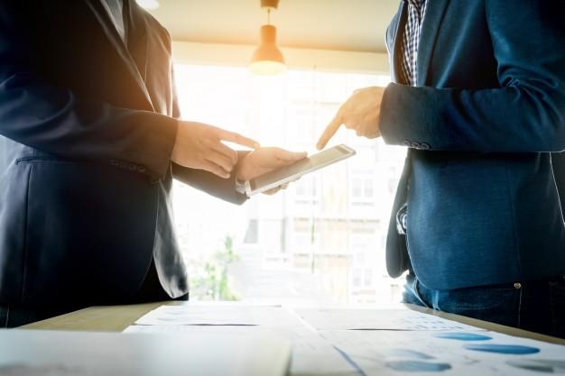 Akademia Podatków 8Tax: Jaką formę prawną działalności wybrać i dlaczego forma spółki komandytowej jest tak popularna?
