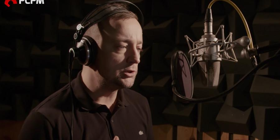 Czesław zaśpiewał dla uchodźców
