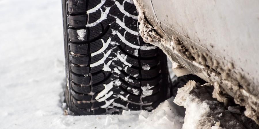 Opony zimowe – jak wybrać te bezpieczne?