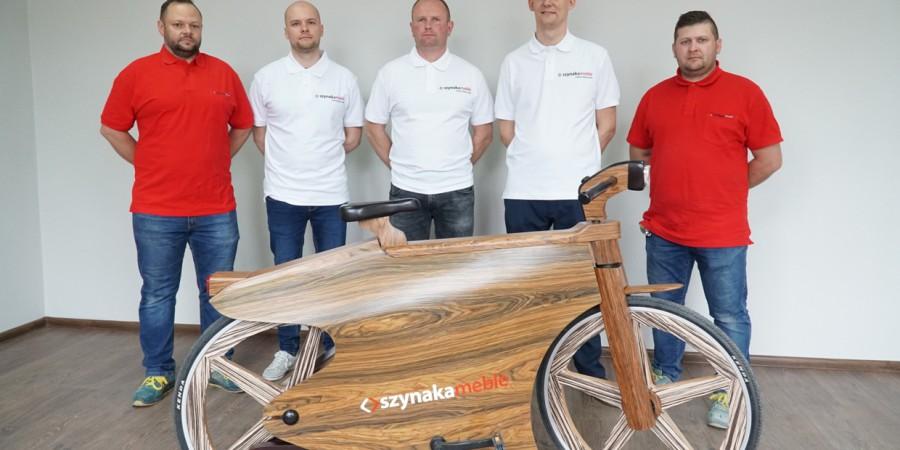 Pracownicy Grupy Meblowej Szynaka zbudowali rower z drewna o nazwie SPEEDSTARONE