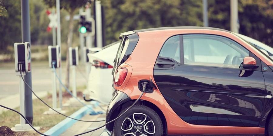 Auta elektryczne? W Polsce będą normą dopiero za 15-20 lat