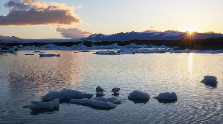 Naukowiec: Zniknięcie lodów Arktyki spowoduje częstsze zjawiska ekstremalne na całym świecie