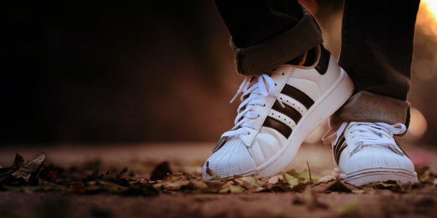 Adidasy Superstar, Yeezy, a może inne? Poznaj 5 kultowych kolekcji marki Adidas